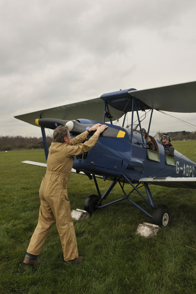 tiger moth engine starting